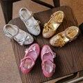 Девушки Весна Осень Принцесса одиночные обувь Детская мода блестки Бабочкой кожаные ботинки свадебные туфли туфли на каблуках для девочек