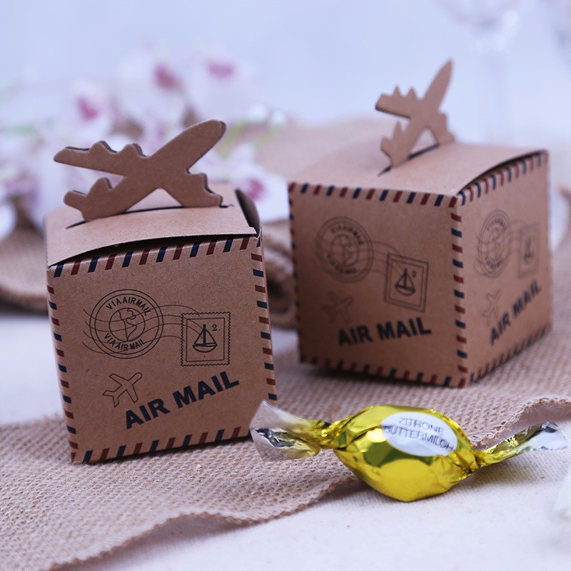 12pcs Vintage Favors Kraft Paper Candy Box Travel Theme Airplane Air Mail Gift Packaging Box Wedding Souvenirs scatole regalo