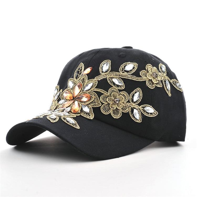 Lilletikandi ja kristallidega nokamütsid