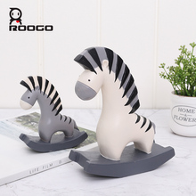 Roogo Sweet Couple Zebra Ornaments For Girl Friend Cute Home Decoration Accessories Bedroom Resin Miniature Figurines Home Decor roogo sweet wedding home decoration accessories resin bridegroom and bride figurine gift for couple family desktop ornament