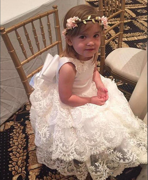 Lovely Princess With Big Bow Tiered Lace Flower Girl Dress Kids Formal Wears Custom Made Cute Girls Birthday Party Gowns V-Back
