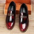British fashion men vestido de boda formal de negocios zapatos de cuero genuinos resbalón perezosos conducción oxfords zapato point toe mocasines masculinos