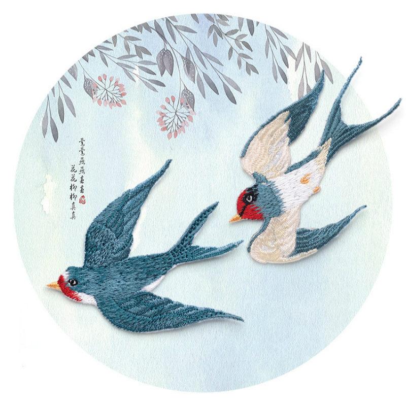 1 páros repülő fecske Applyque hímzett vas aranyos madárfoltok jelvénye ruházati táskához Diy kézműves lakberendezési tartozék