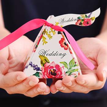 """100x,Triangle three-dimensional candy box,chocolate box,wedding party gift boxes,Send ribbons and labels,size:2.95""""x2.95""""x2.95"""""""