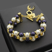 Wholesale trade titanium steel hot V double gray white pearl bracelet ladies fashion bracelet