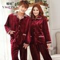 2017 Hombres Y Mujeres de Manga Larga Pijama de Franela Roja Conjunto de gran Tamaño Botón Cardigan Albornoz Homewear Suave Caliente del Invierno Par traje