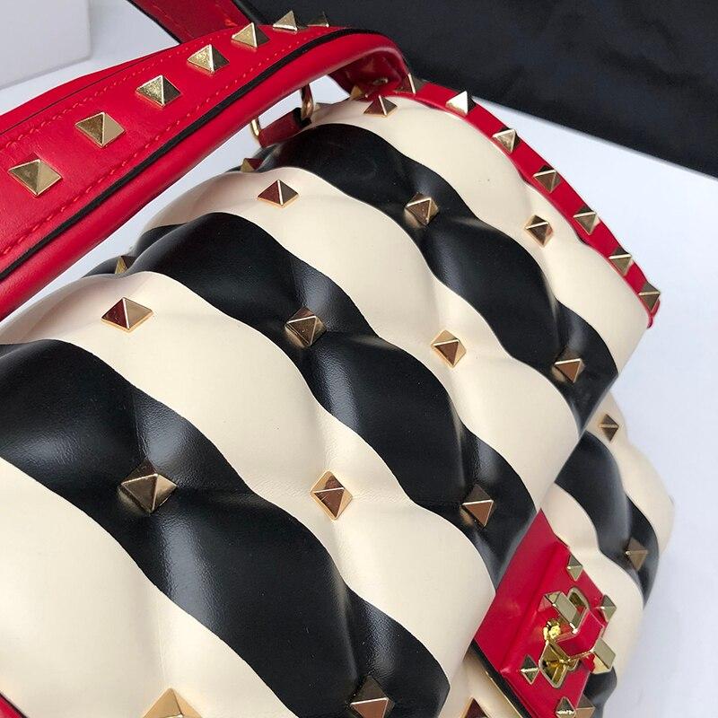 Marques tout Cuir Luxe connu Bien Color Femmes Main Bandoulière En Stripe Black Fourre Mode À Italien Beige De Sacs Rivets Hit Véritable Sacs 6WqRf4YY