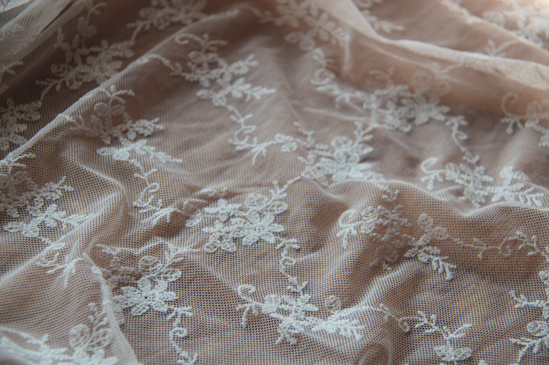 New Arrival 1YDS 130cm White Mesh DIY Lace Fabric Retro Mesh Embroidered Fabric Accessary for Wedding Decoration Z058