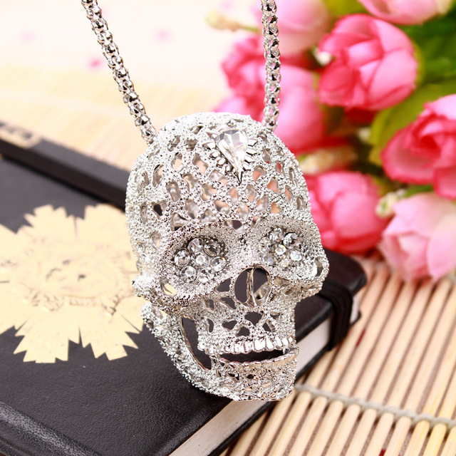Fashion Stereo Skull Necklace high quality inlaid rhinestone Pendant jewelry long Sweater Chain Pendant Skull Necklace 19038