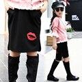 2017 primavera verano otoño niños de la manera caliente casual falda de la muchacha 5-13 años de edad letras de color de labios rojos media falda