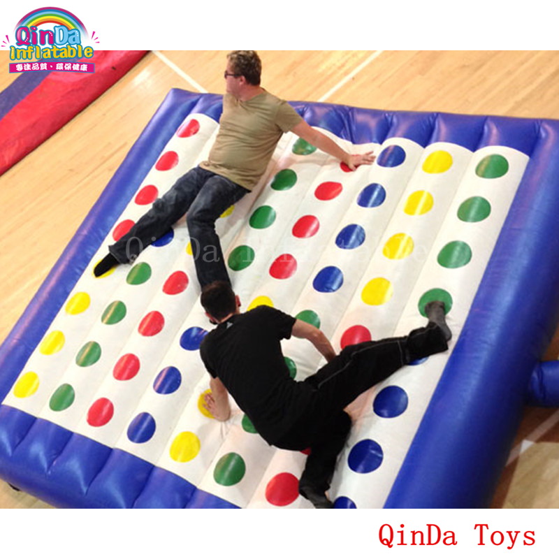 5*5m inflatable twister funny games 0.5mm pvc inflatable twister mattress with free air blower r169 free shipping blower new design funny inflatable arch inflatable entrance archway newest funny style of inflatable archway