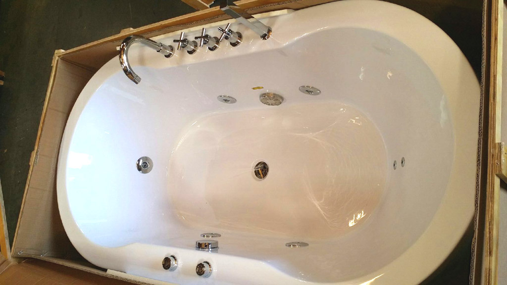 BATHTUB FREESTANDING WHIRLPOOL JETTED Hydrotherapy Massage 67\