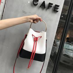 2018 небольшой свежий Креативный дизайнер из искусственной кожи с бахромой Для женщин сумка-мешок плеча Курьерские сумки леди картина