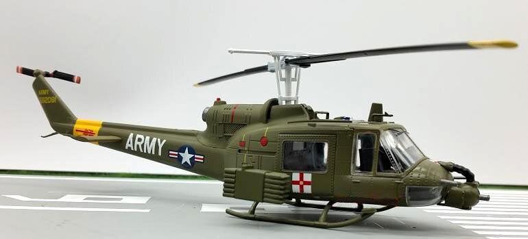 TROMBETTISTA 1: 72 USA B UH-Multi purpose elicottero modello ambulanza 36908 Statico modello di raccolta