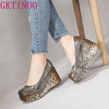 GKTINOO ใหม่หนา Wedges รองเท้าส้นสูงฤดูใบไม้ผลิและฤดูร้อนรองเท้าผู้หญิงตื้นปากของแท้หนัง Handmade Retro แพลตฟอร์มปั๊ม