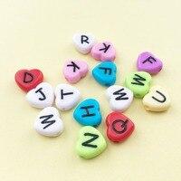 Preço de fábrica de Acrílico Coração Amor Letras Beads Mixed Cores Sólidas Jóias DIY Espaçador Plástico Alfabeto Inicial Bracelete Do Grânulo