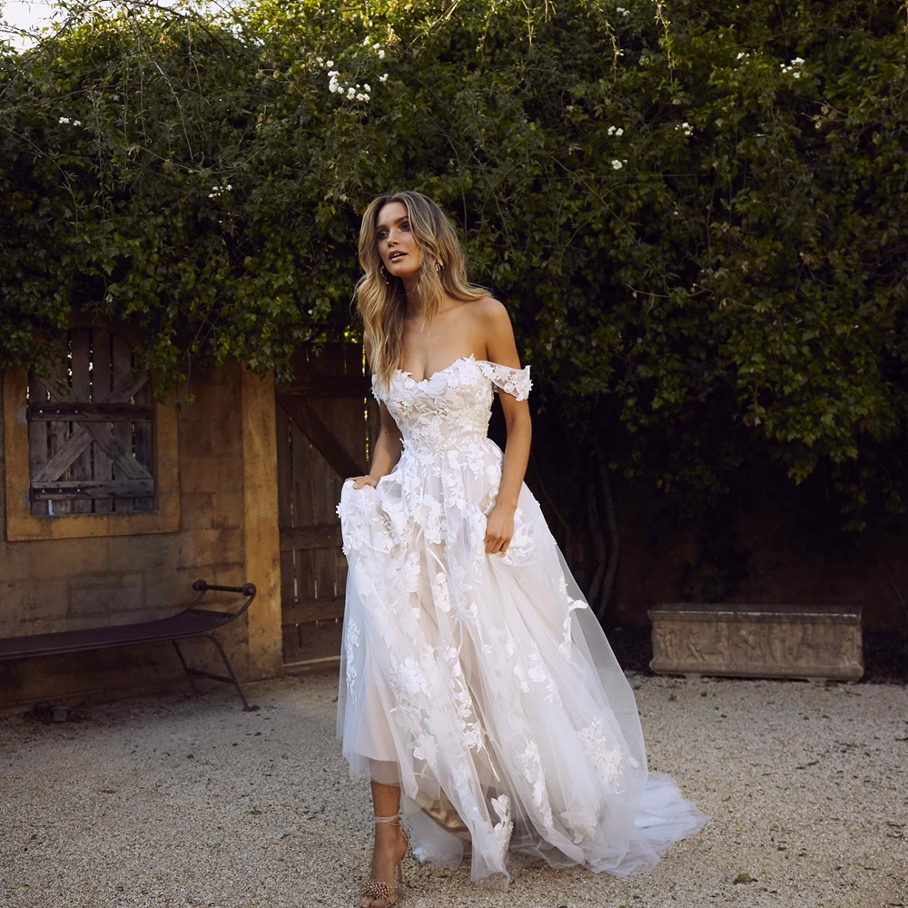 Lace Wedding Dresses 2019 Off the Shoulder Appliques A Line Bride Dress Princess Boho Wedding Gown Free Shipping robe de mariee