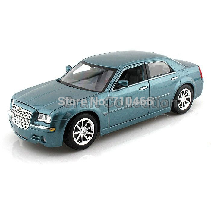 Blue 1/18 Maisto Chrysler  300C FCA Classical Diecast Model Car Miniature Scale Models Alloy Vehicle Brinquedos 1 18 scale maisto classic children 1956 chrysler 300b antique vintage car metal diecast vehicle gift model kids toys collectible