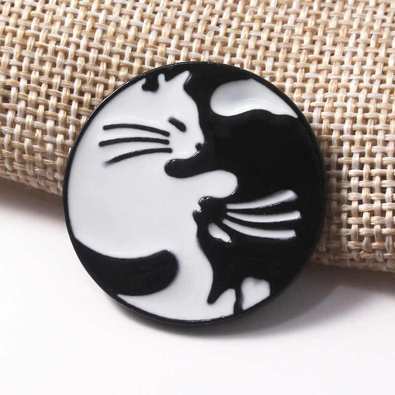 SG 5 Gaya Neraka Mengakui Satu 666 Bros Hitam Putih Memeluk Kucing Van Gogh Hayao Miyazaki Pin Lencana Anak pria Mantel Perhiasan