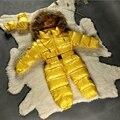 Bebé traje para la nieve niños nuevos invierno de una sola pieza trajes con capucha cuello de piel genuina mapache térmica bebé mono de las muchachas del desgaste de la nieve