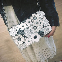 Advanced three dimensional flower bag with oblique sway The latest version of the bag in 2009 has a large capacity, spring style