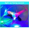 (20 шт./лот) летающие Игрушки Свет Whirly Колесо Детей Led Тянуть Строки Летающая Тарелка Свет Диск Открытый Свет Летающие Игрушки