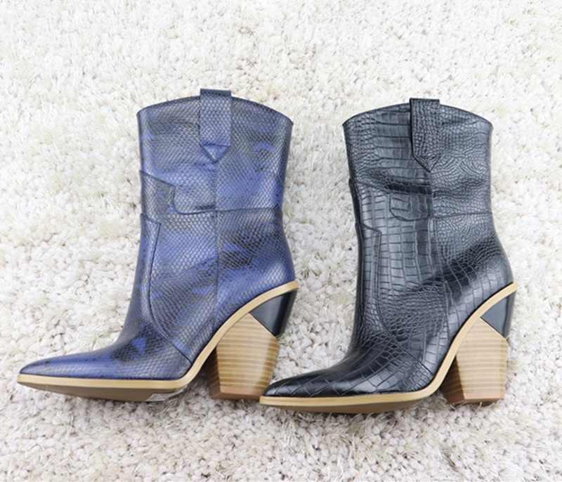 Moda kabartmalı PU deri ayakkabı yarım çizmeler kadınlar için sivri burun batı kovboy çizmeleri kadın yüksek topuklu takozlar pist botları