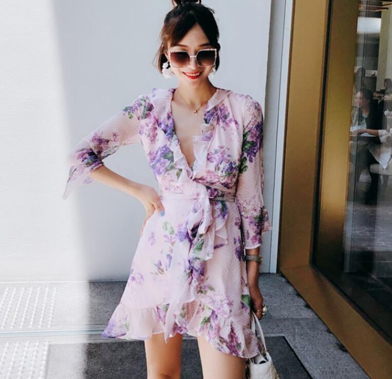 WISHBOP 2018 осенью новый романтический фиолетовый цветочным принтом Шелковый Обёрточная бумага мини платье v образным вырезом с оборками одежд