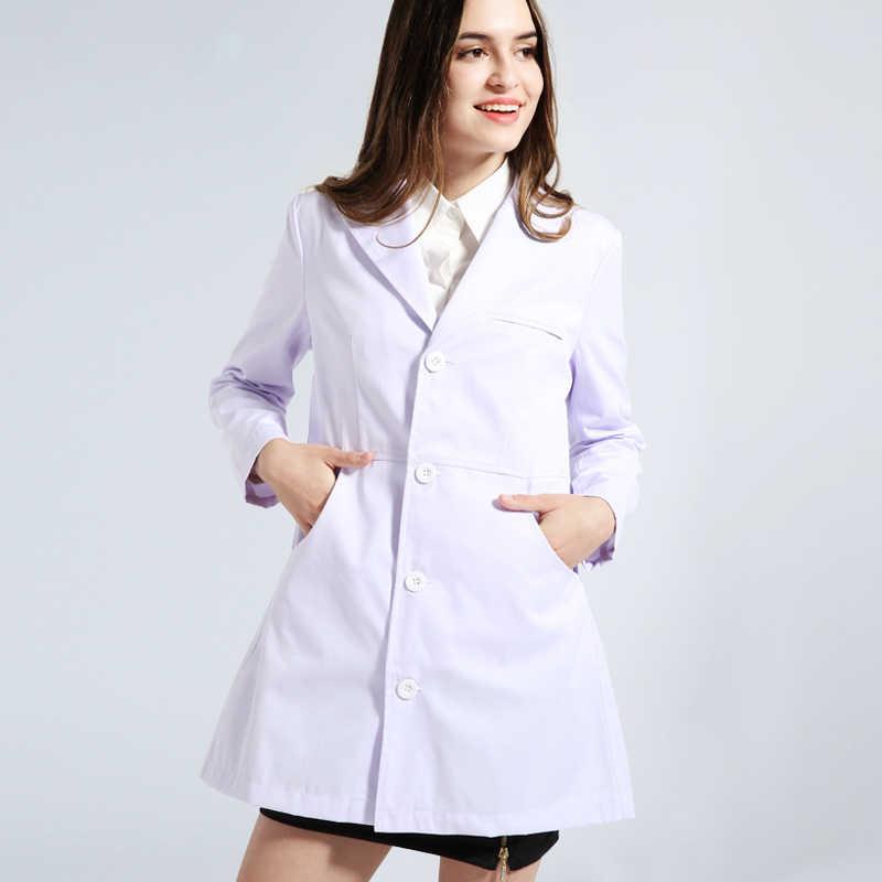 Blanco abrigos de laboratorio