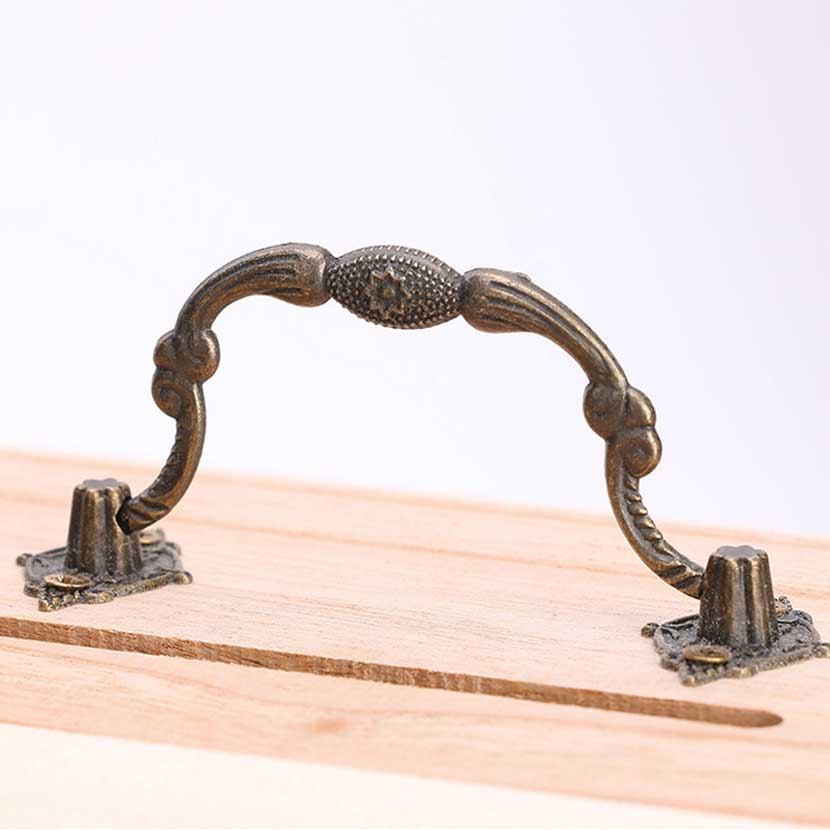 Купить с кэшбэком New 1PC Retro Wooden Piggy Bank Safe Metal Lock Money Saving Case Natural Wood Line Handmade Money Storage key Box Drop Shipping