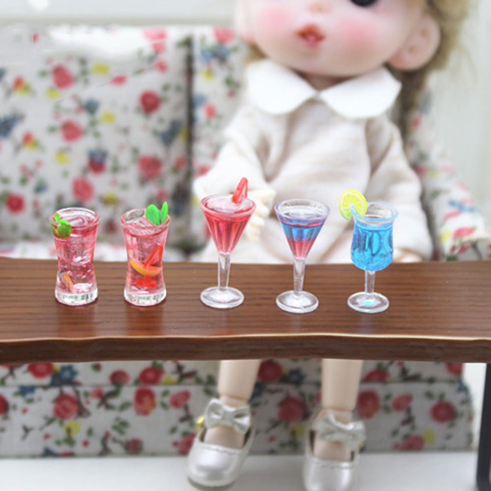 1Pcs 1/12 Dollhouse Miniature Accessories Mini Resin Cocktail Glass Model Simulation Wine Cup Drink  Toys For Doll House Decor