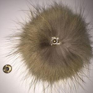 Image 5 - Boules de fourrure de raton laveur, véritable fourrure de raton laveur, pour les bonnets tricotés, porte clés et écharpes, vente en gros de 50 pièces/lot, 13 14cm