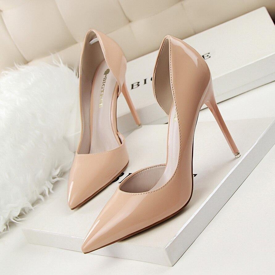 Nuevo 2019 mujeres bombas elegantes puntiagudos zapatos de oficina de charol de mujer Primavera Verano tacones altos zapatos de novia de boda Verano caliente zapatos de mujer lado con puntera Zapatos de vestir Zapatos de tacón alto zapatos de barco zapatos de boda tenis sandalias femeninas # A08