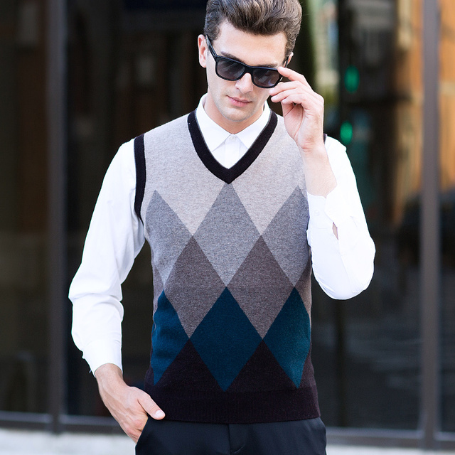 0ad0bd60f MACROSEA Men s V neck Sleeveless Argyle Plaid Wool Vest Classic ...