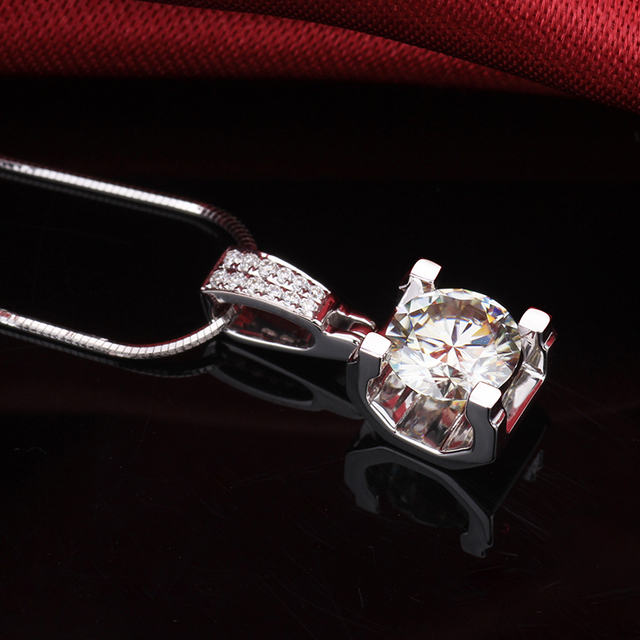 Fashion Slide Wedding Pendant 18K White Gold 1 Carat Round Shape Moissanite Diamond Necklace Gifts for Women 3