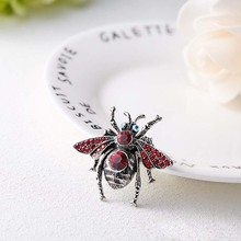 Women brooch High-end vintage bee rhinestone trend creative insect personality  wild clothing accessories