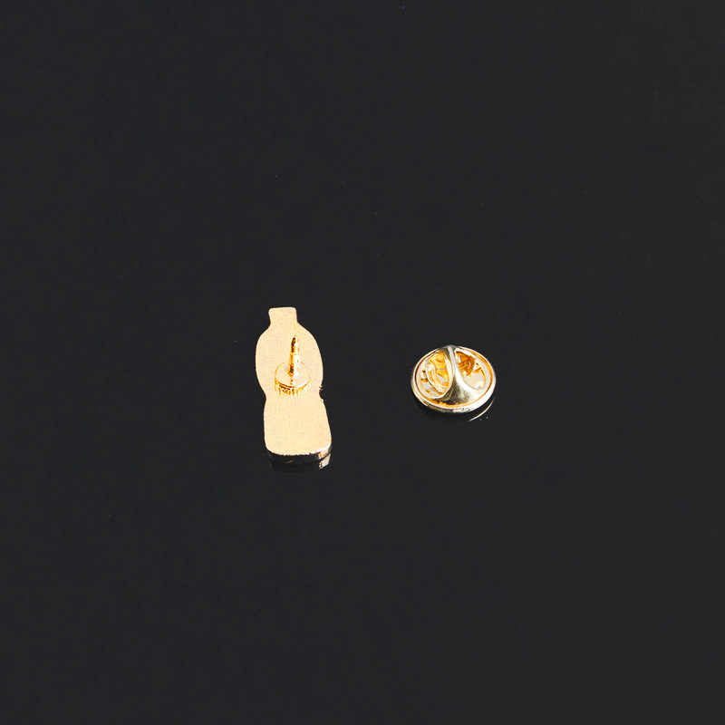 ผู้ชายและผู้หญิงการ์ตูนน่ารักน้ำขวดหยดน้ำมันเสื้อกันหนาวเข็มกลัด Good Friend ของขวัญเข็มกลัดขายส่ง