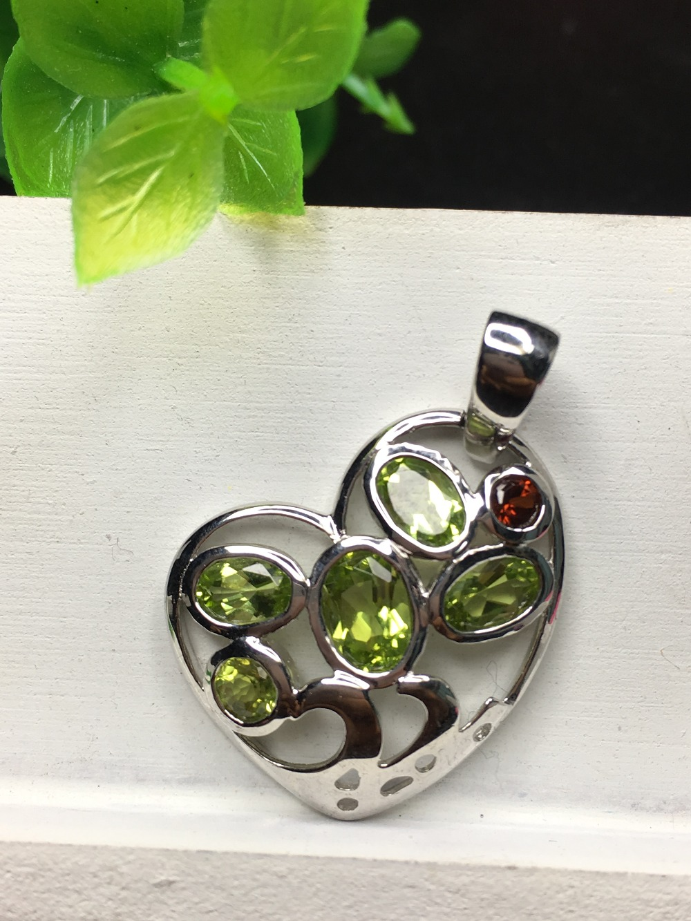 Natural peridot silver pendant, 5 pieces of peridot, about 24mm for heart shape size, romantic style, best gift for ladies Natural peridot silver pendant, 5 pieces of peridot, about 24mm for heart shape size, romantic style, best gift for ladies