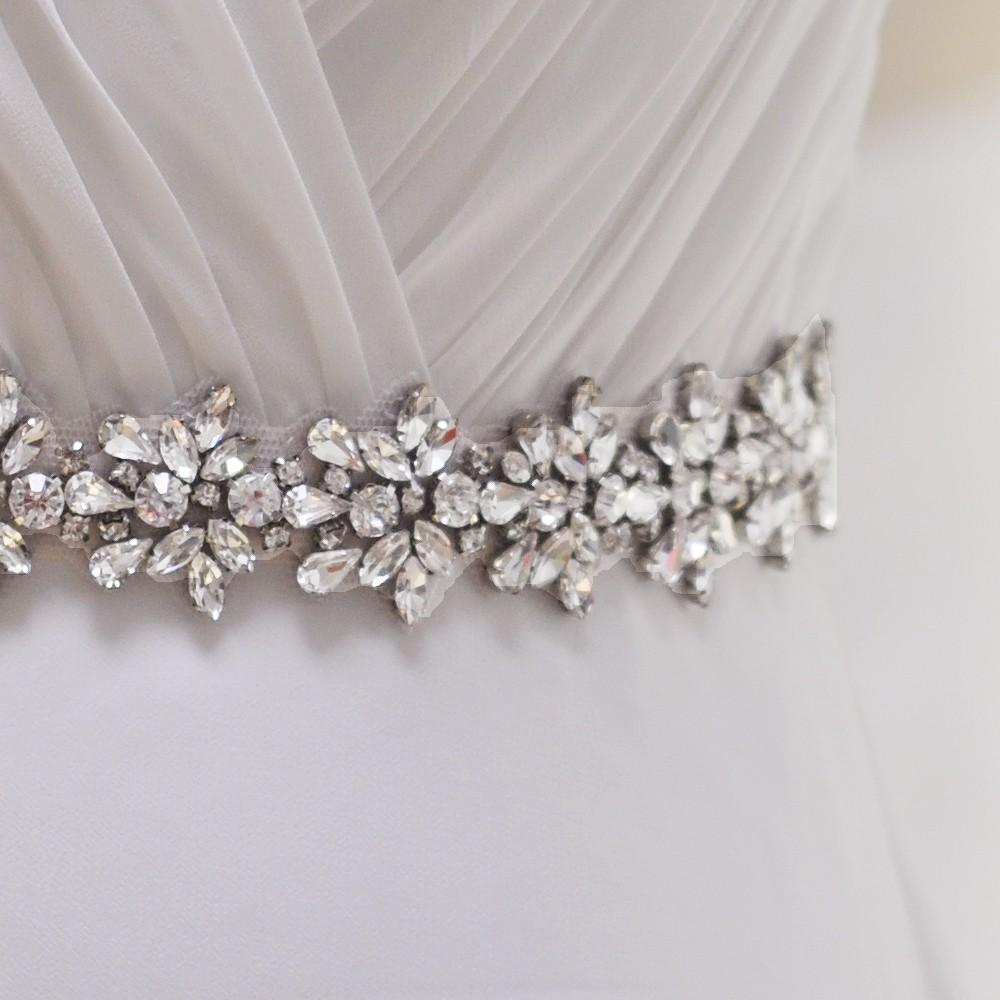 Pas do sukni ślubnej zbliżenie