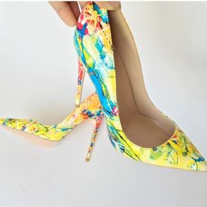 Image 5 - Keshangjia 2018 wiosna nowy kobiety czółenka drukowanie kwiaty buty sexy pointed toe cienki wysoki obcas buty ślubne wesele kobiety