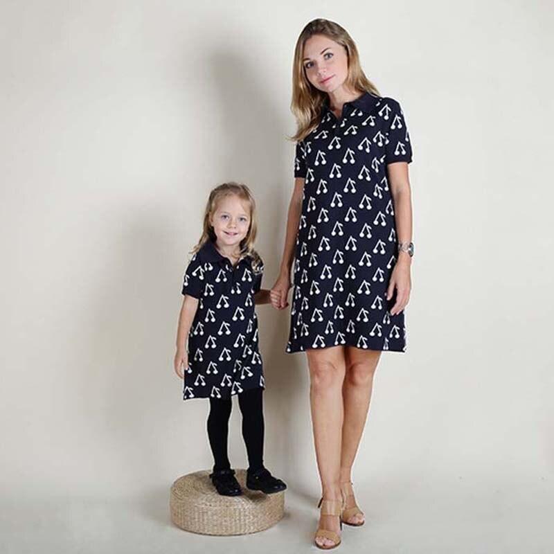 Семья милый Вишневый вязаное платье для мамы и дочки хлопок комплекты одежды платье для мамы вязать Костюмы осень мама одежда для детей