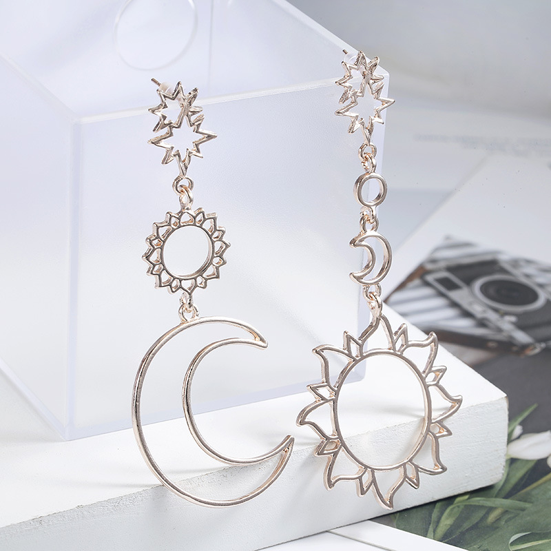Korean Version Of The 2019 Fashion New Earrings Simple Sun God Moon God Asymmetric Exaggeration Earrings Ladies Wholesale