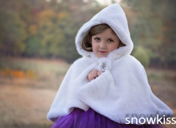 Cheap Faux fur Flower girl Cape Winter Princess Junior Bridesmaid cape wedding cloak for communion dress long flower girl cape winter princess junior bridesmaid cape wedding cloak with fur trim with hand warmer for communion dress