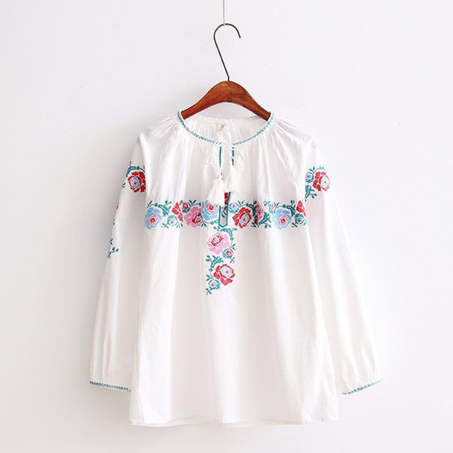 European 2017 ZA Style Blouse Women White Elegant Flower Embroidery Blouse Long Sleeve O-Neck Women Tops Blusas Loose Shirt