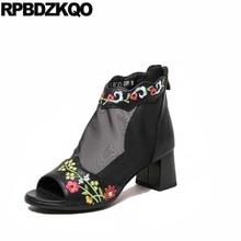 Сетка массивном ботильоны 2017 босоножки с вырезами Повседневное короткие Для женщин Ботинки средний каблук черный вышитый открытый носок Обувь дамы