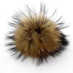 Image 2 - Boules de fourrure de raton laveur, véritable fourrure de raton laveur, pour les bonnets tricotés, porte clés et écharpes, vente en gros de 50 pièces/lot, 13 14cm