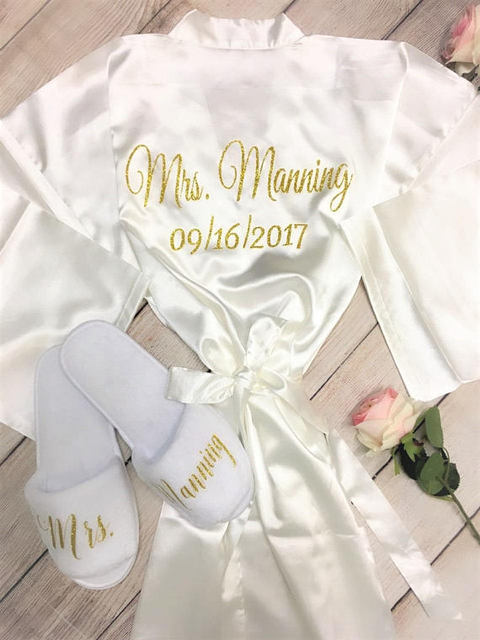 Personalized glitter wedding Bride Bridesmaid satin pajamas robes with slippers  bridal shower kiminos party favors decorations 339473cc03a8