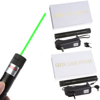 Yeşil Lazer Pointer Ayarlanabilir Odak Yanan Işın + 18650 pil şarj cihazı 5 mw 303