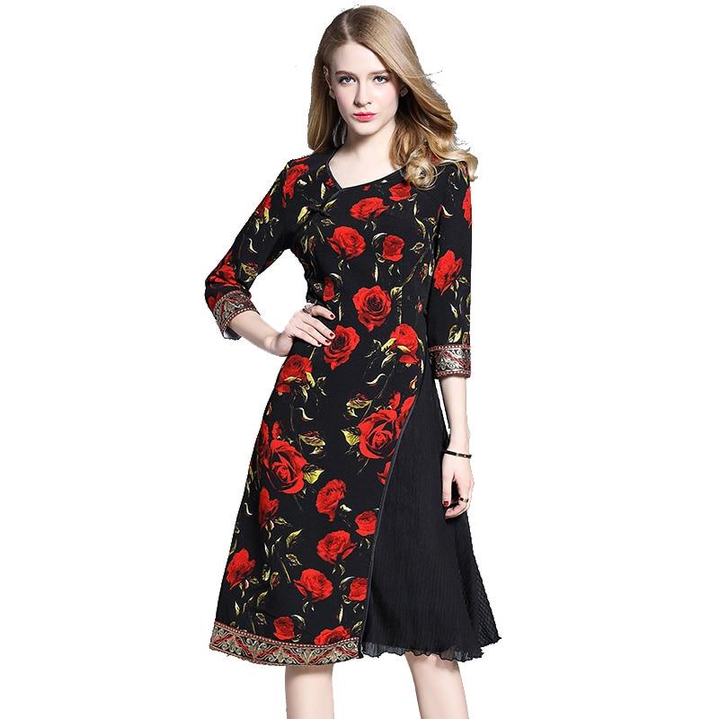 Платье из большой красной розы
