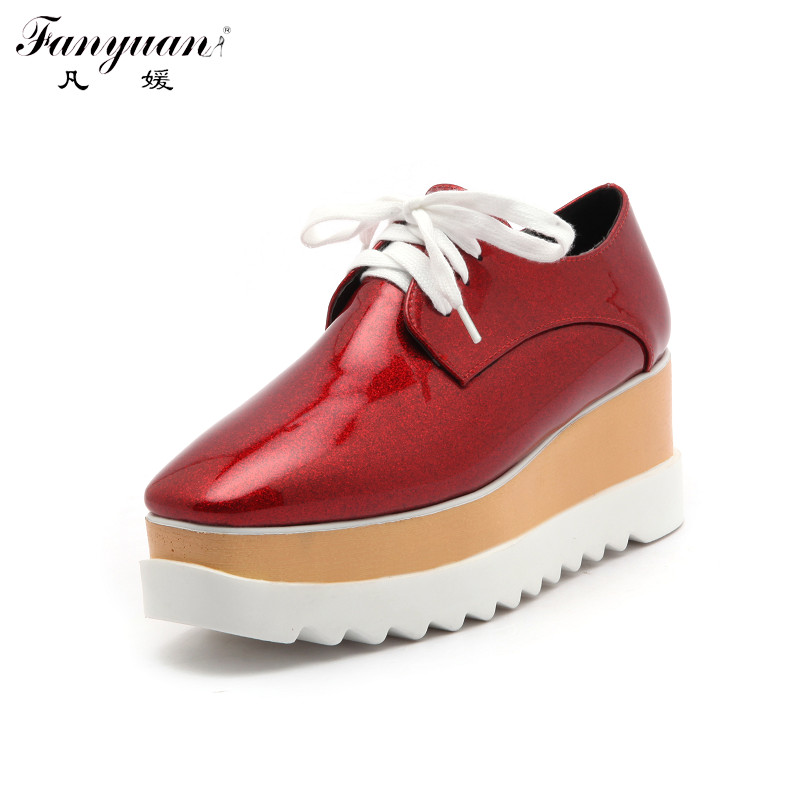 ФОТО Derby Shoes Womens Flats Platform Shoes Wood Wedge Lace Up Patent Leather Glitter Brogue Casual Shoes Big Size 2017 Spring Fall